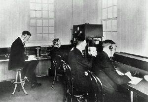 Έναρξη της ραδιοφωνικής μετάδοσης στις ΗΠΑ
