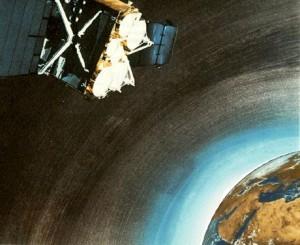 Δορυφόρος πάνω από την Γη