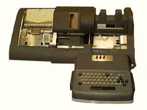 Διατρητής ταινιών (Card Puncher) IBM 836